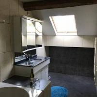 House for sale in France - 14 - Badkamer met ligbad douche en wastafel.jpg