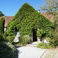 House for sale in France - ingang tuin.jpg