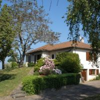 Lovely detached house near Jumilhac le Grand on a large basement, in good condition, built in 1987 on ca 3000 m² gardens with beautiful views